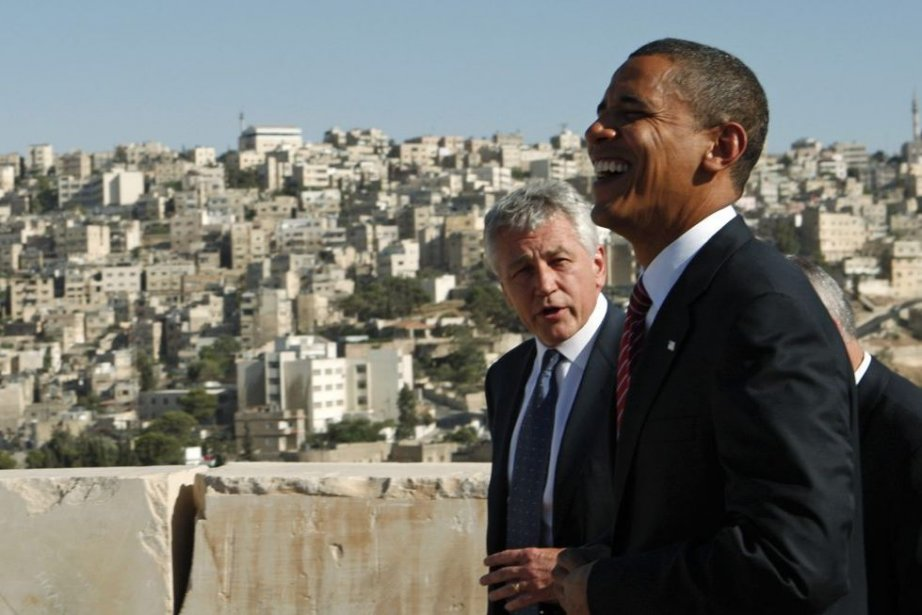 Barack Obama et l'ancien sénateur Chuck Hagel lors... (PHOTO JIM YOUNG, REUTERS)