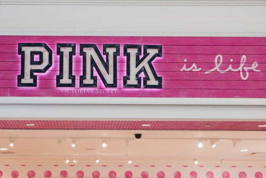 Le quart des noms de magasins est en anglais au Carrefour Laval. (Édouard Plante-Fréchette, La Presse)