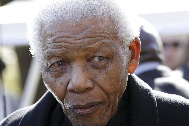 Nelson Mandela doit subir des tests bien qu'il... (PHOTO SIPHIWE SIBEKO, AFP)