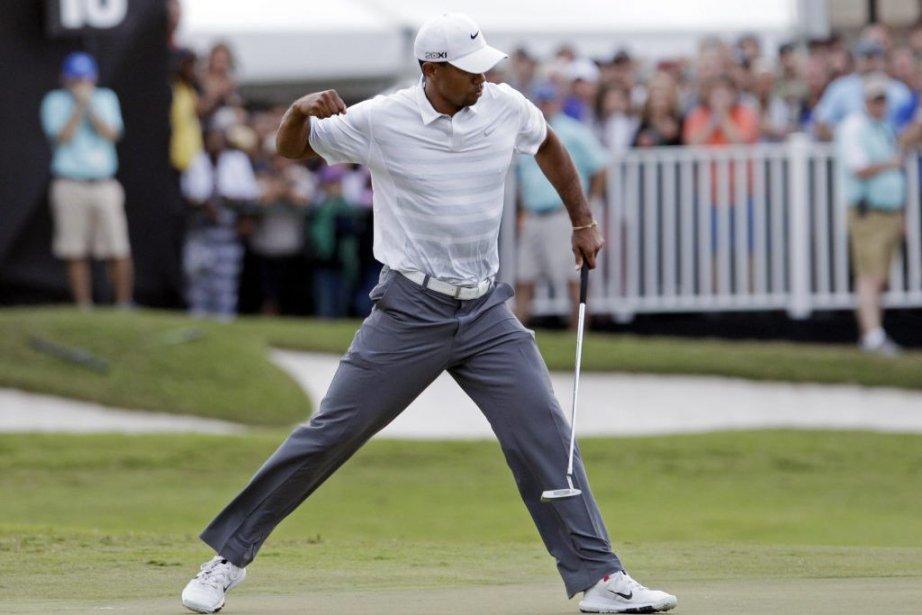 Woods a réalisé un oiselet en calant un... (PHOTO ALAN DIAZ, AP)