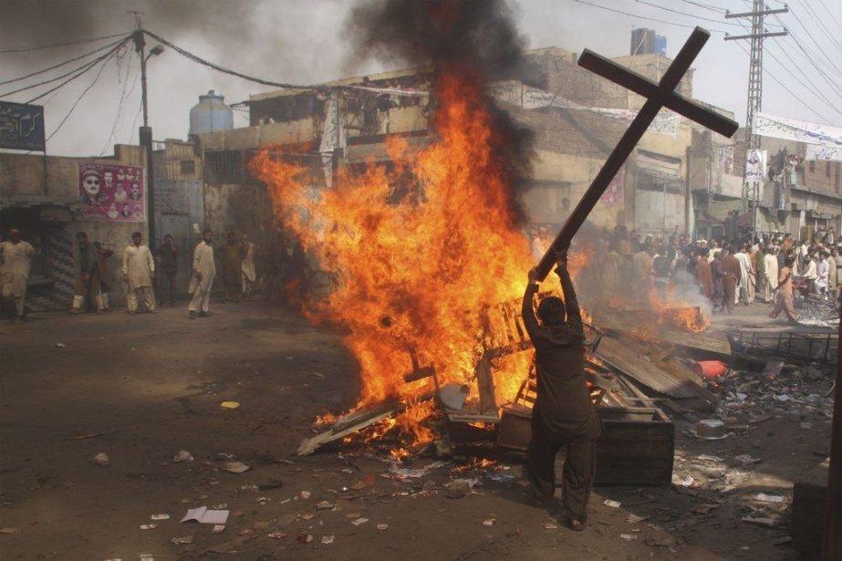 Plus de 3000 musulmans en colère ont pris... (Photo Adrees Hassain, Reuters)