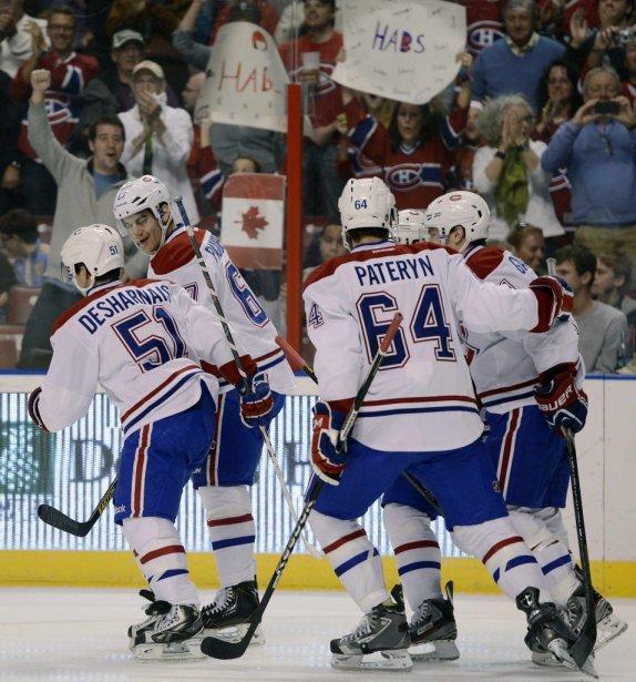 Les joueurs du Canadien célèbrent le but marqué par David Desharnais (51). (PHOTO RHONA WISE, REUTERS)