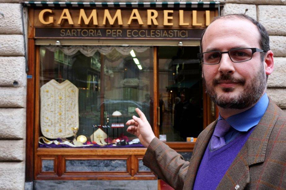 Lorenzon Gammarelli, propriétaire du magasin du même nom.... (PHOTO ALBERTO PIZZOLI, AFP)