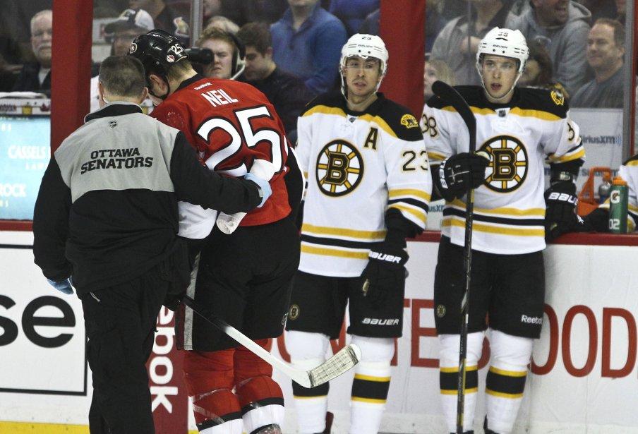 Sénateurs - Bruins 1ère période Chris Neil a été ébranlé | 11 mars 2013