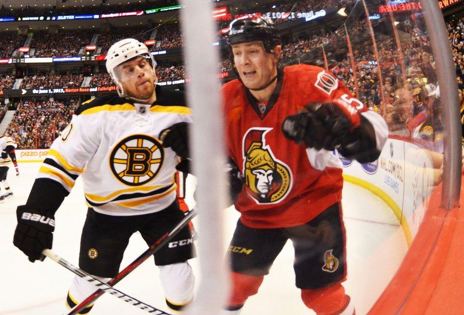 Daniel Paille met en échec Zack SMith en 2ème période Sens contre les Bruins | 11 mars 2013