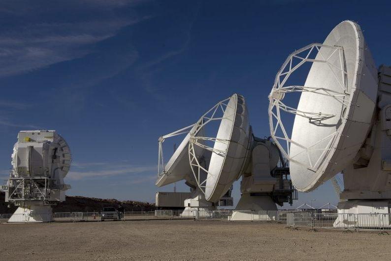 ALMA (Vaste Réseau d'antennes millimétrique/submillimétrique d'Atacama), formidable machine... (Photo AFP)