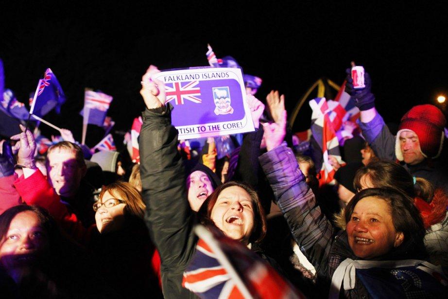 Quelque 92% des 1672 électeurs des îles ont... (PHOTO MARCOS BRINDICCI, REUTERS)