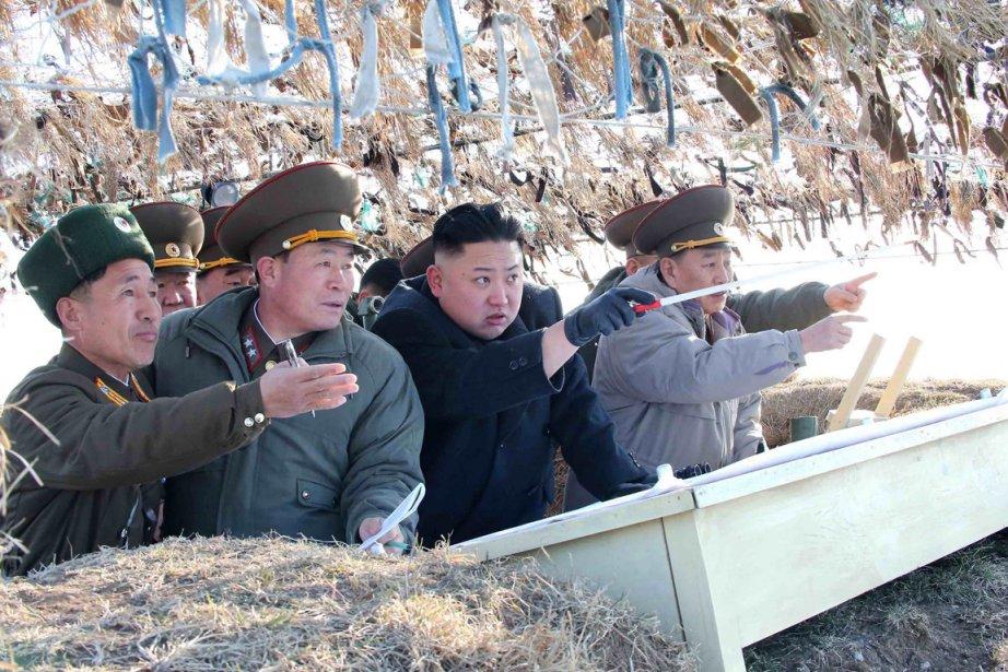 Le jeune leader nord coréen Kim Jong-un (au... (PHOTO REUTERS/KCNA)