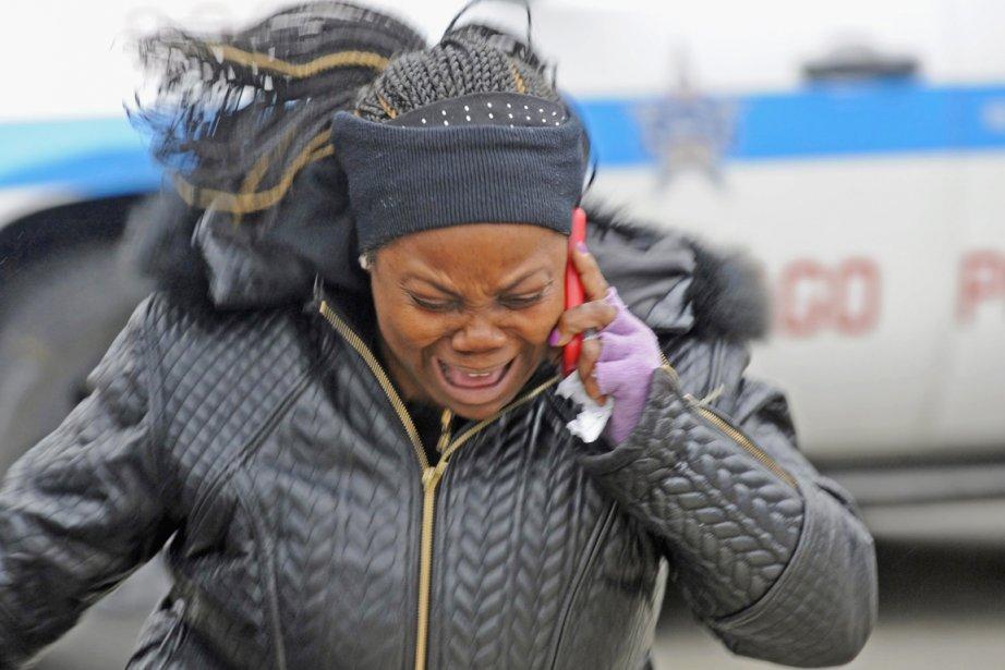 Une cousine du bambin assassiné réagit alors qu'elle... (PHOTO JOHN H. WHITE AP/CHICAGO SUN-TIMES)