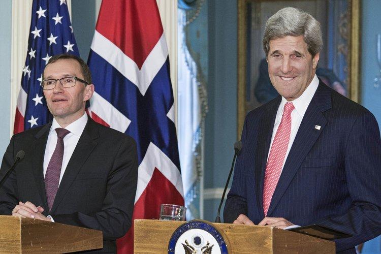 John Kerry et son homologue norvégienEspen Barth Eide... (Photo: AFP)