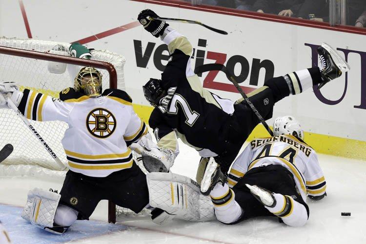 Les Penguins de Pittsburgh ont marqué trois buts en un peu plus de... (Photo: AP)
