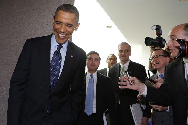 Barack Obama était assailli par les reporters après... (Photo: Reuters)