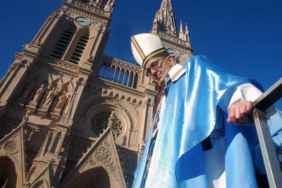 Le pape François, alors cardinal Jorge Mario Bergoglio,... (Photo d'archives Ricardo Casteieira, AFP)