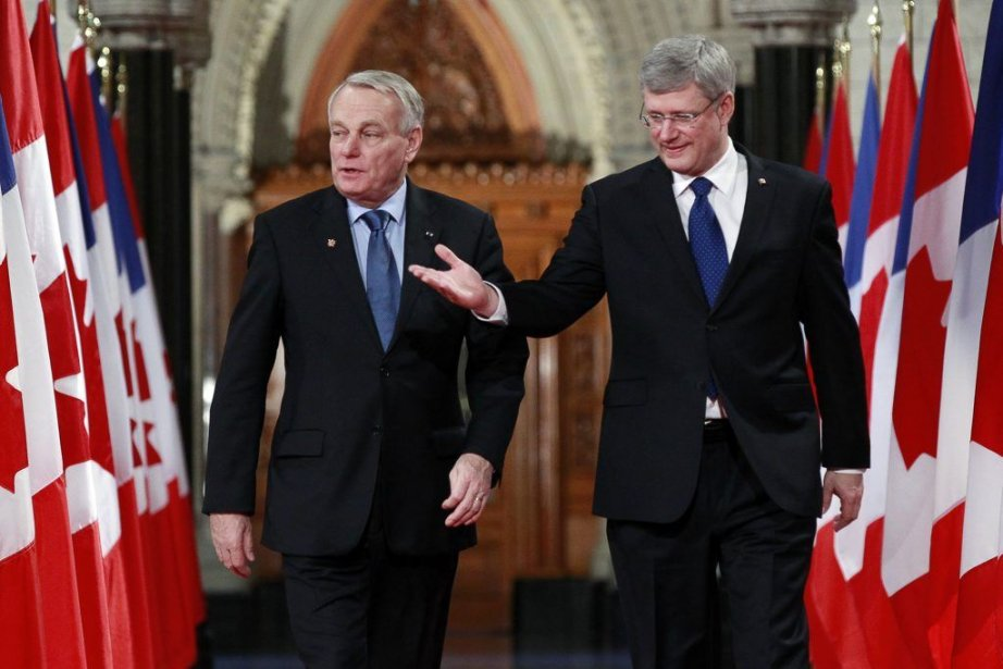 Jean-Marc Ayrault et Stephen Harper.... (Photo Reuters)
