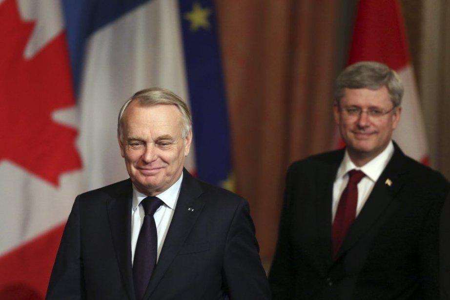 Jean-Marc Ayrault et Stephen Harper... (Photo Fred Chartrand, La Presse Canadienne)