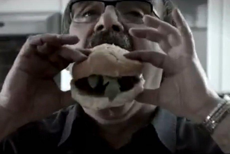 Capture d'écran d'une publicité dénonçant les compressions à... (Photo: tirée d'une vidéo du site www.harperNOUSdeteste.ca)