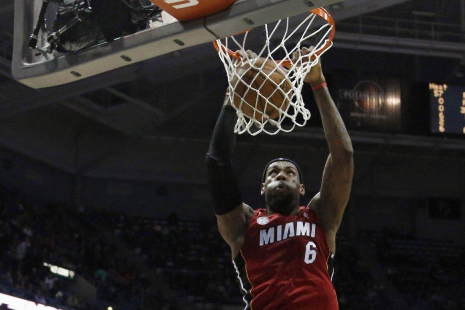 LeBron James a inscrit 28 points pour le... (Photo : Darren Hauck, Reuters)