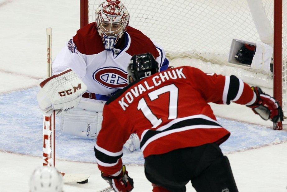 Carey Price fait l'arrêt face à Ilya Kovalchuk.... (Photo Adam Hunger, Reuters)