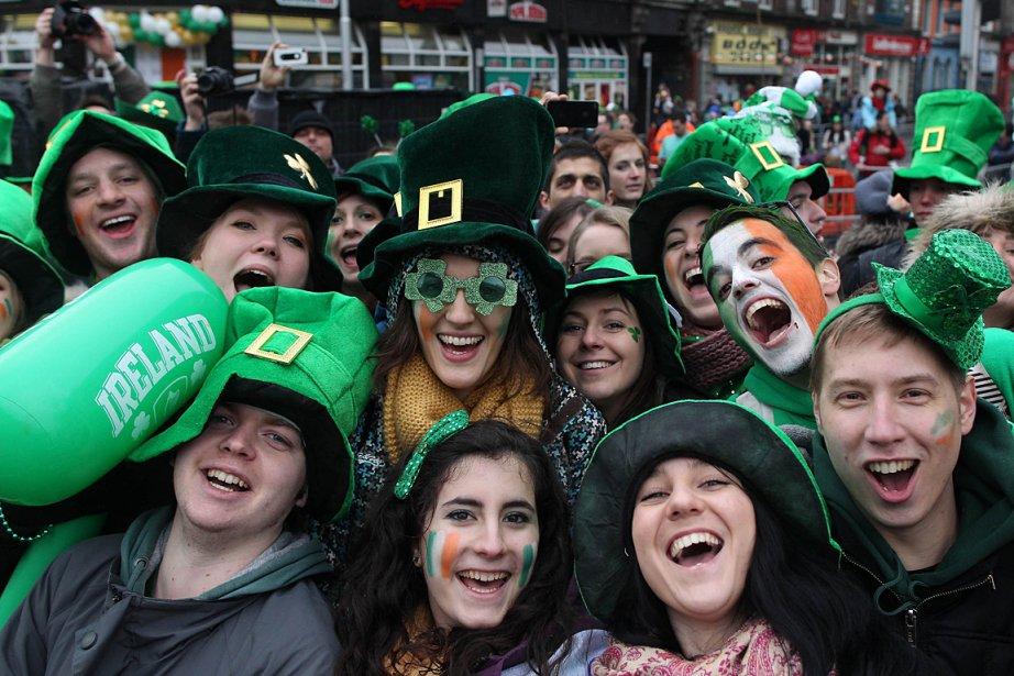 Des gens participent à la Saint-Patrick, à Dublin.... (Photo: AFP)