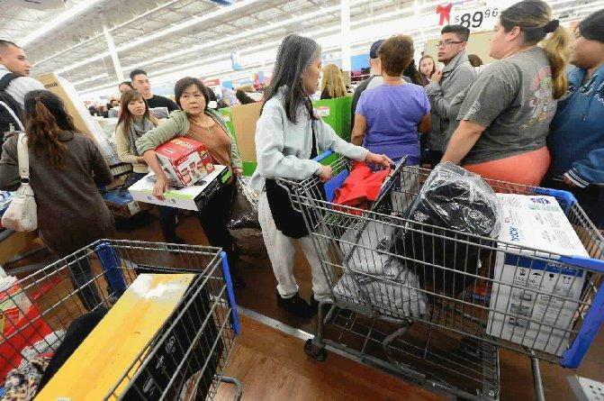 Malgré une facture d'essence plus lourde et une paie allégée, les consommateurs...