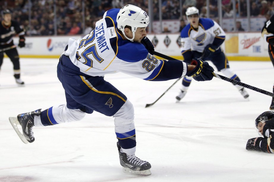 Chris Stewart, des Blues, a inscrit cinq buts... (Photo Jae C. Hong, AP)