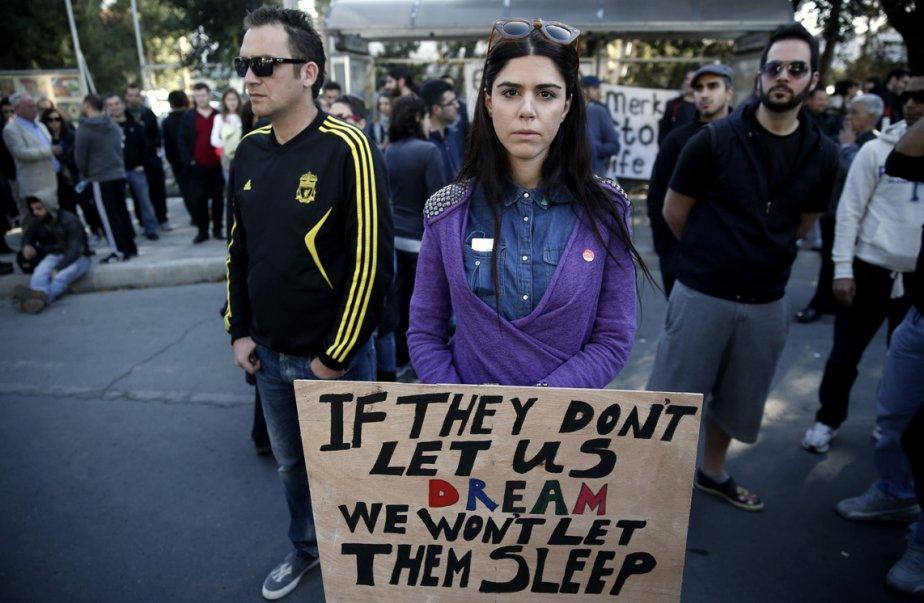 Des manifestants se rassemblent devant le Parlement à Nicosie, à Chypre. | 19 mars 2013
