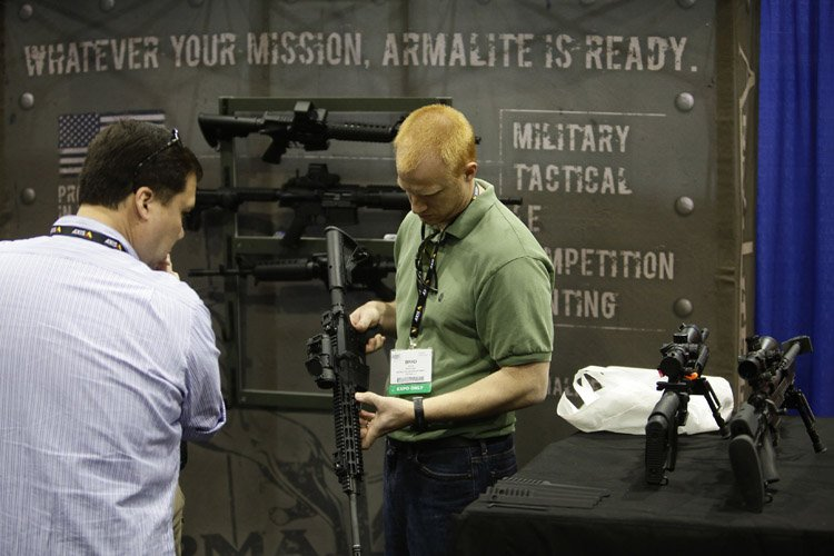 Le type de fusil semi-automatique utilisé par Adam Lanza pour... (Photo: Reuters)