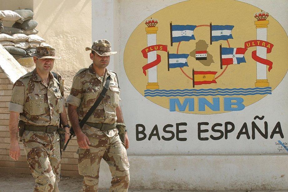 Des soldats espagnols dans leur base au sud... (Photo Hussein Malla, AP)