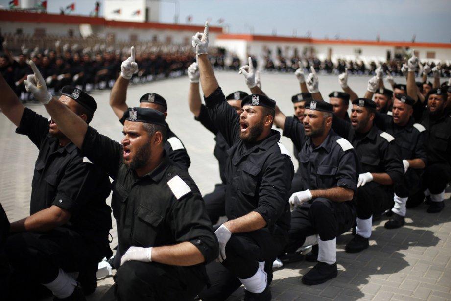 Des membres des forces de sécurité du Hamas, parti au pouvoir en Palestine, ont prise part à une cérémonie de graduation hier à Gaza. | 20 mars 2013