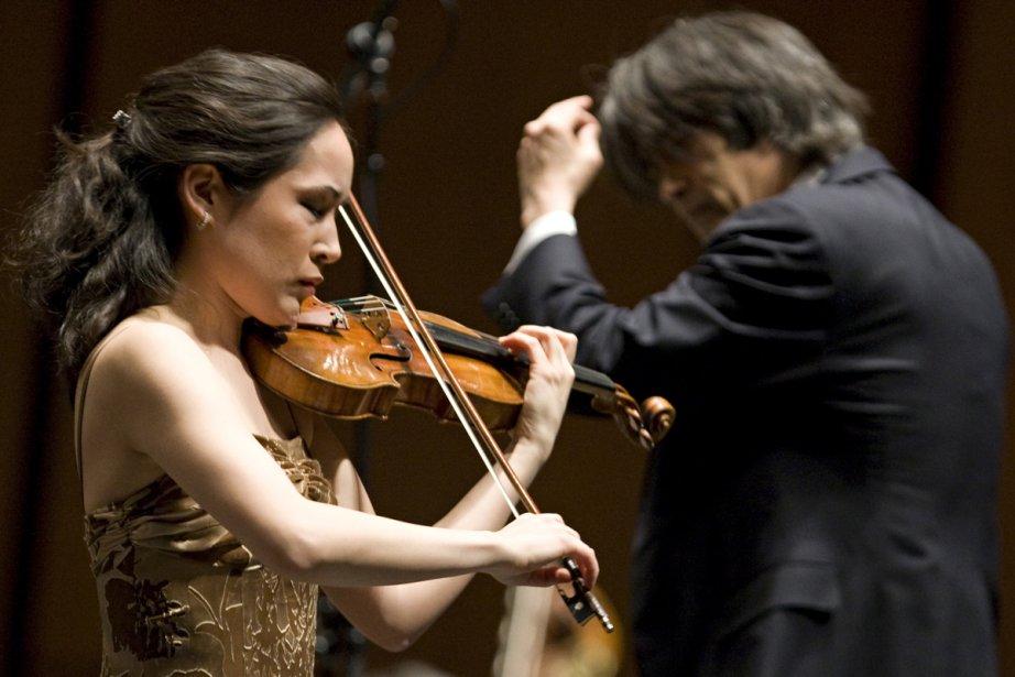 Kent Nagano dirige la violoniste Viviane Hagner lors... (Photo: David Boily, archives La Presse)