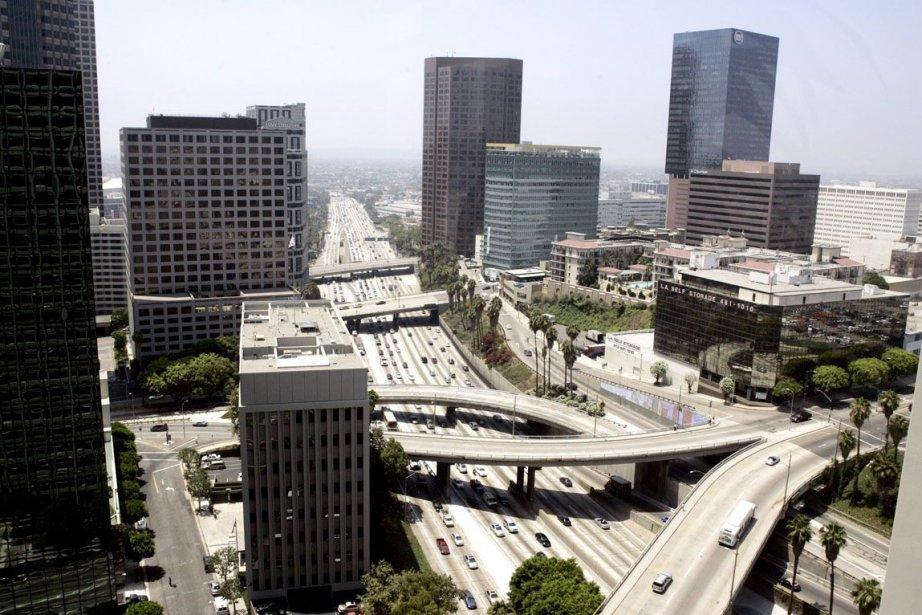 Les équipes de sécurité de Los Angeles ont... (Photo Sam Mircovich, REUTERS)
