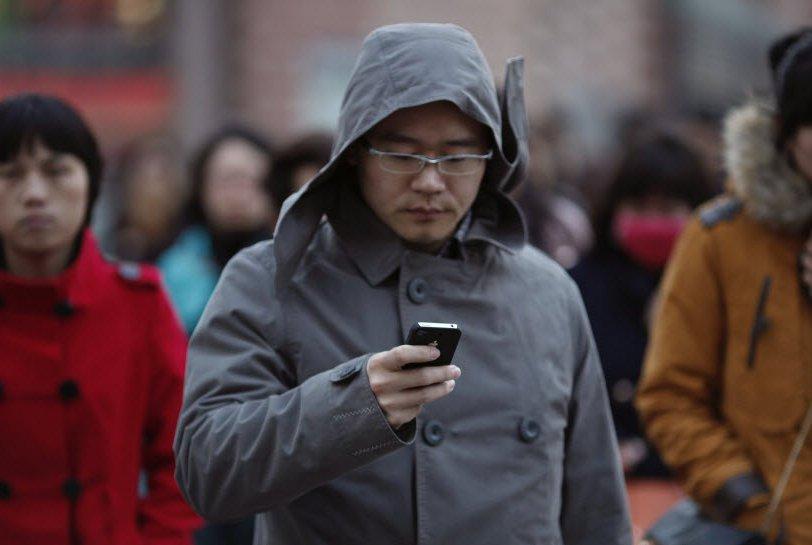 Un téléphone intelligent a en moyenne 41 applications et, chaque jour, on...