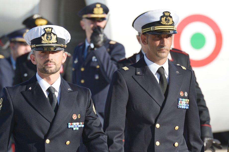 Massimiliano Latorre (droite) et Salvatore Girone (gauche) avaient... (PHOTO VINCENZO PINTO, ARCHIVES AFP)