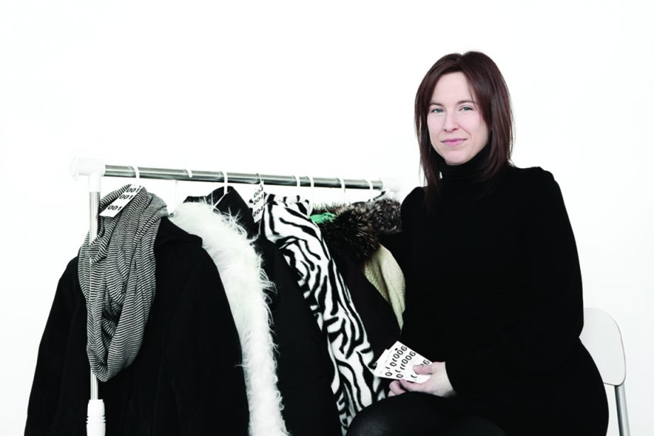 Julie Perreault, responsable du vestiaire du bar Le... (Photo : Julie Artacho)