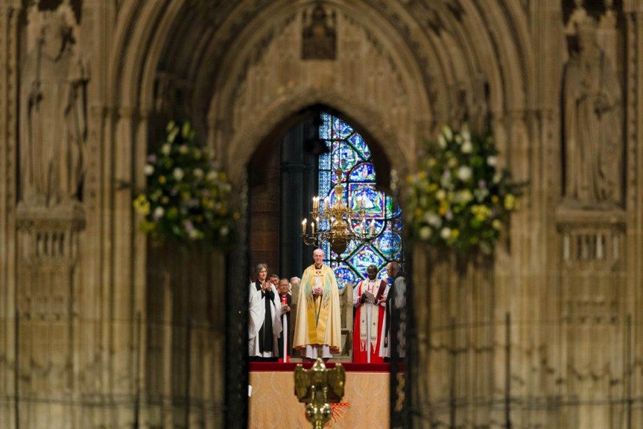 L'archevêque de Canterbury, Justin Welby, est couronné dans la cathédrale de Canterbury, en Angleterre. | 22 mars 2013