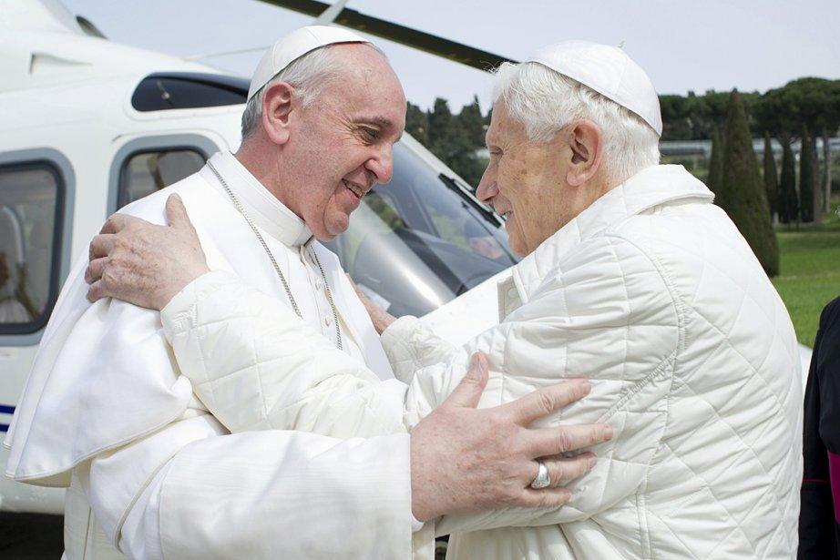 Le pape François et son prédécesseur Benoît XVI.... (Photo: Reuters/Osservatore Romano)