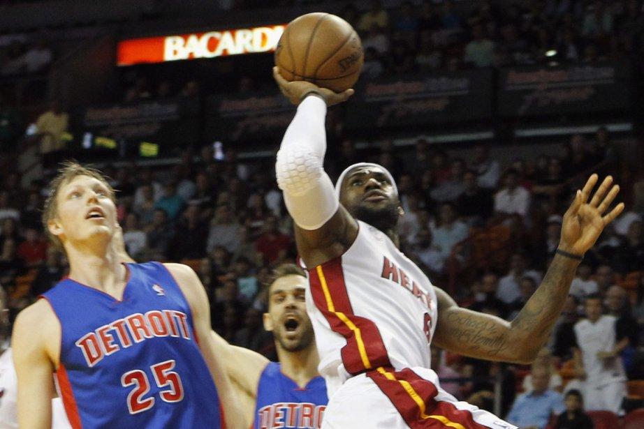 Lebron James a réussi 29  points et... (Photo : Robert Sullivan, Reuters)
