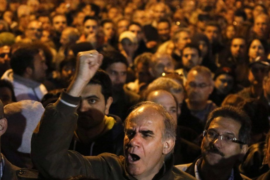Des milliers d'employés des institutions bancaires chypriotes craignant... (PHOTO YANNIS BEHRAKIS, REUTERS)