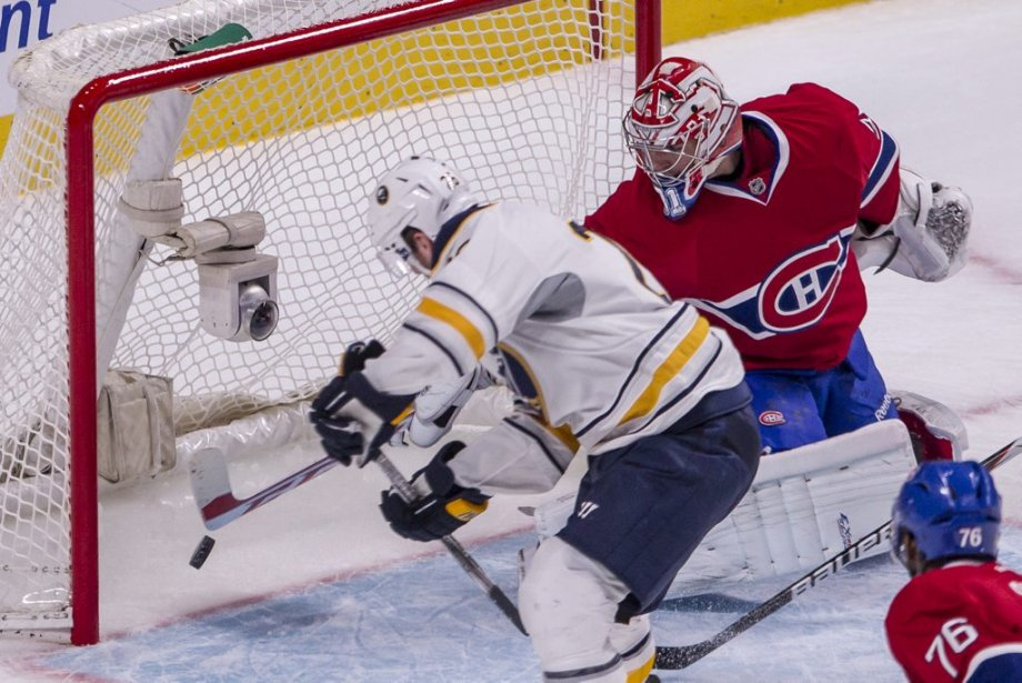 Thomas Vanek marque contre Carey Price. | 23 mars 2013