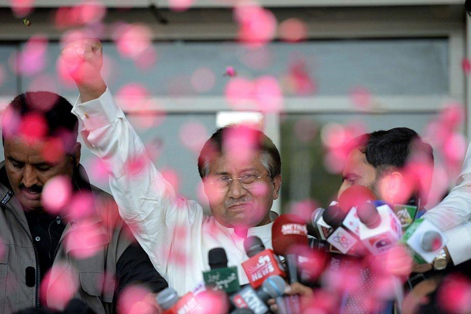 «Mon peuple m'a demandé de rentrer pour sauver... (Photo: AFP)