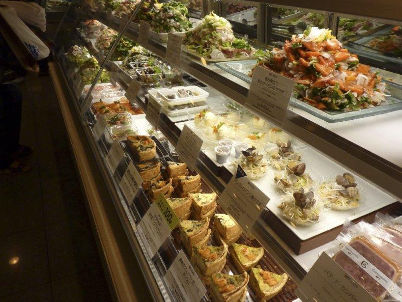 Ce comptoir de salades reflète l'attention particulière qui est portée... | 2013-03-25 00:00:00.000