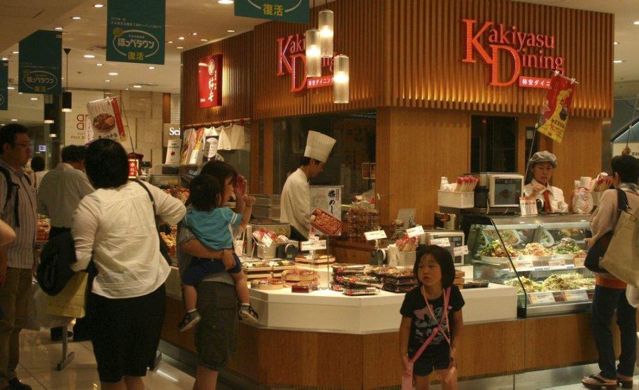 À l'heure du lunch, les Tokyoïtes se rendent dans les depachikas pour acheter leur repas. | 25 mars 2013