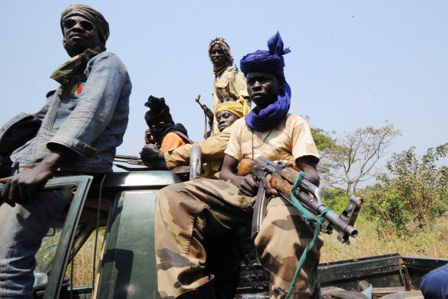 De jeunes rebelles de la Séléka, à proximité... (PHOTO SIA KAMBOU, ARCHIVES AFP)