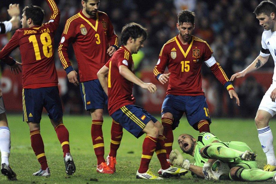L'équipe espagnole a offert une contre-performance à domicile... (Photo Eloy Alonso, Reuters)