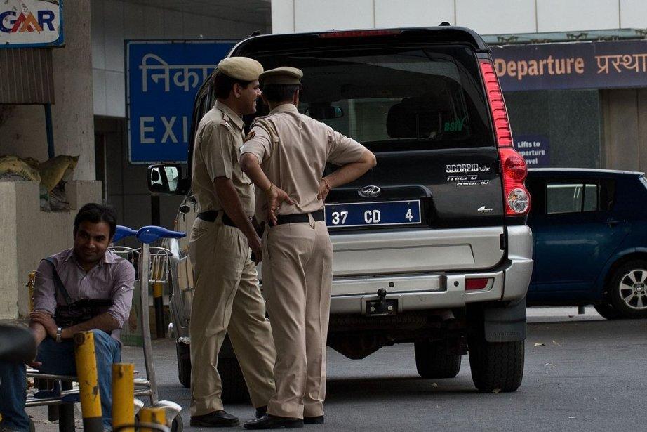 Des policiers indiens.... (PHOTO Prakash SINGH, Agence France-Presse)