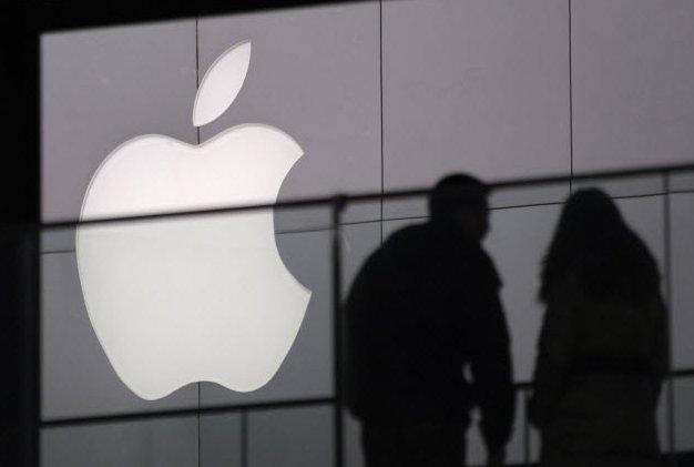 Apple achète WifiSLAM pour environ 20 millions de dollars.