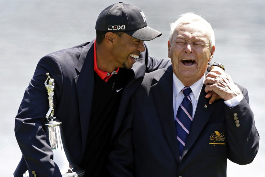Tiger Woods et Arnold Palmer... (Photo John Raoux, AP)