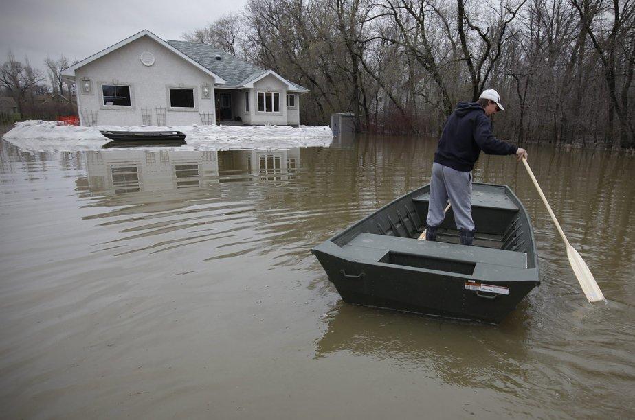 Pénible souvenir des inondations de 2011.... (Photo archives La Presse Canadienne)