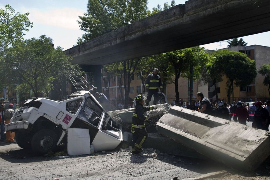 Un tremblement de terre de magnitude 7,6 avait... (PHOTO RONALDO SCHEMIDT/AFP)