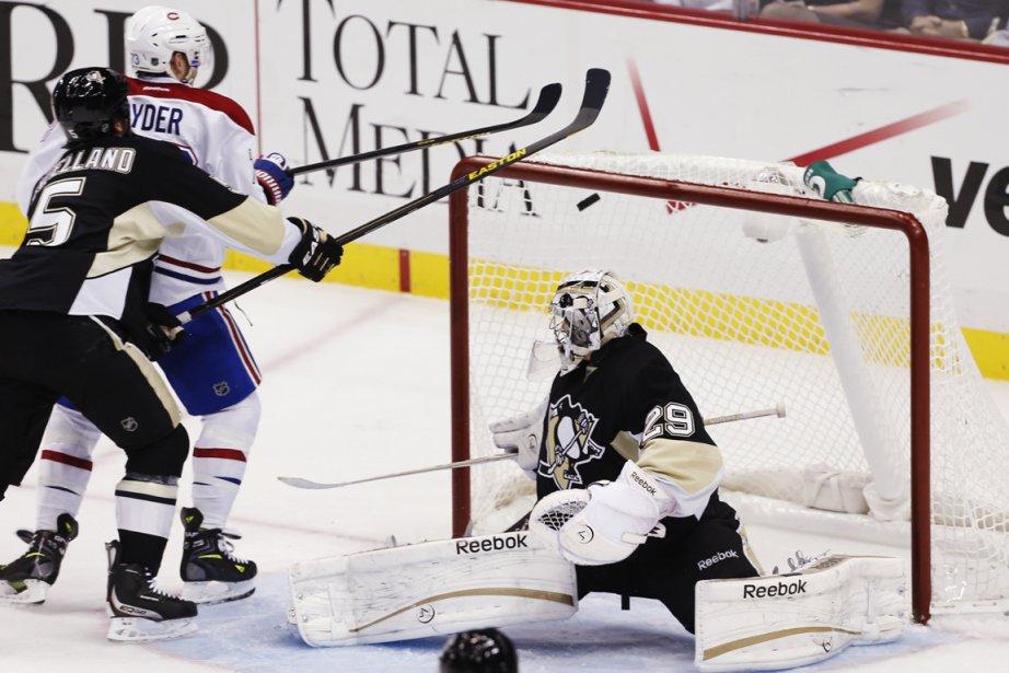 Le gardien des Penguins Marc-André Fleury a tremblé... (Photo Jason Cohn, Reuters)
